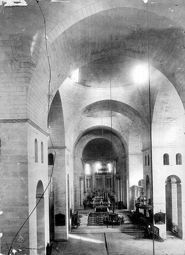 Cathédrale Saint-Front Vue intérieure de la nef, vers le choeur, Mieusement, Médéric (photographe),