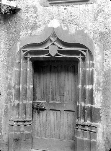 Commanderie du Temple (ancienne) dite maison des Licornes Cour intérieure : Porte, Jarron (photographe),