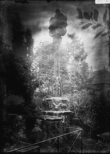 Cimetière Croix de cimetière, Enlart, Camille (historien),