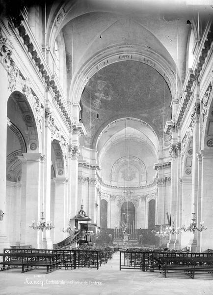 Cathédrale Nef, vue de l'entrée, Mieusement, Médéric (photographe),