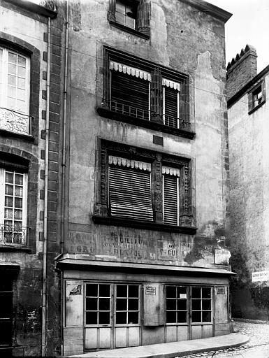 Maison du Notaire, dite aussi maison Desplats ou maison du Lys ou hôtel de Lignat Angle de rue, Enlart, Camille (historien),