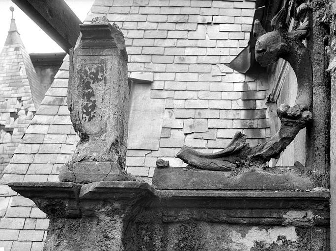 Hôtel d'Escoville (ancien) Grande lucarne : console, Durand, Jean-Eugène (photographe),