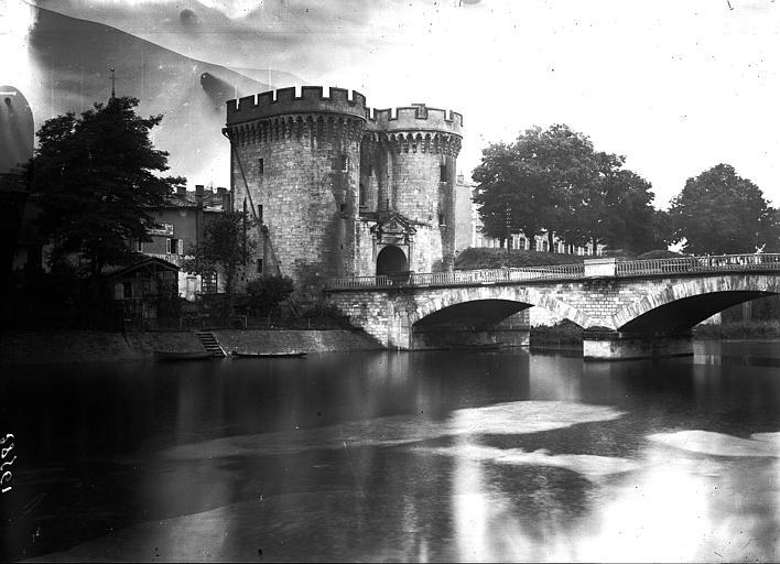 Porte Chaussée ; Pont Chaussée Vue d'ensemble sur la Meuse, Enlart, Camille (historien),