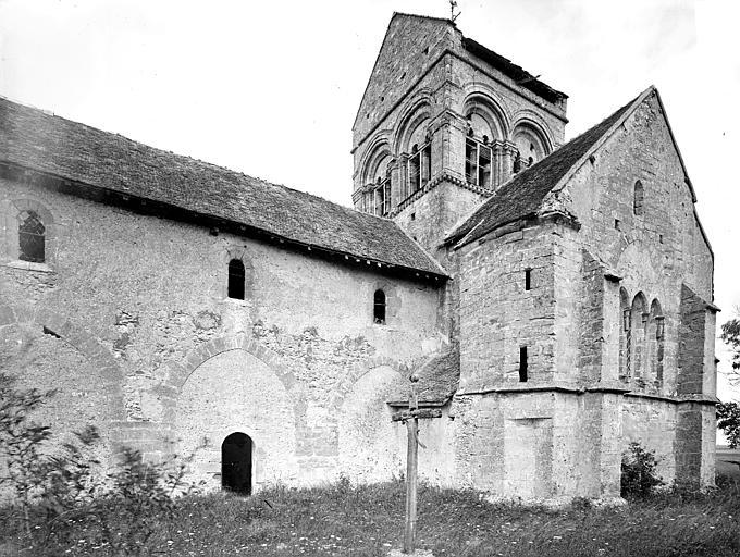 Eglise des Istres Façade sud, Heuzé, Henri (photographe),
