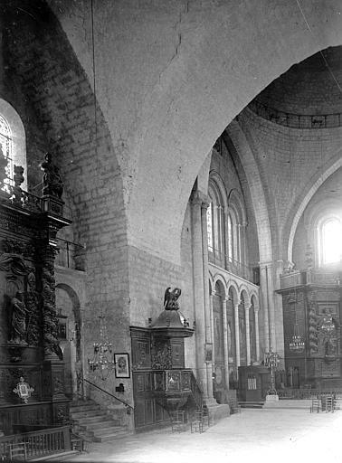 Eglise Saint-Etienne-de-la-Cité Nef: partie, Enlart, Camille (historien),