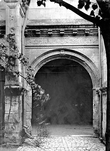 Abbaye de Saint-Martin (ancienne) Cloître, travée, Durand, Eugène (photographe),