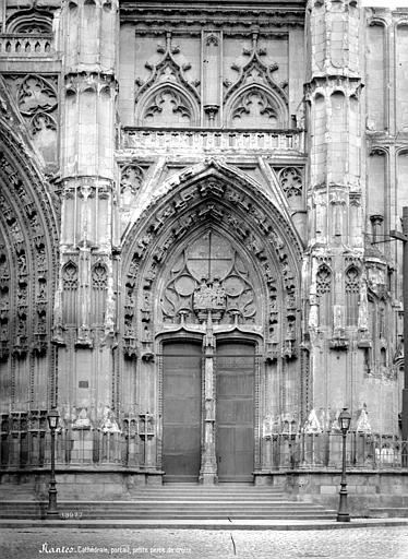 Cathédrale Saint-Pierre Portail sud de la façade ouest, Mieusement, Médéric (photographe),