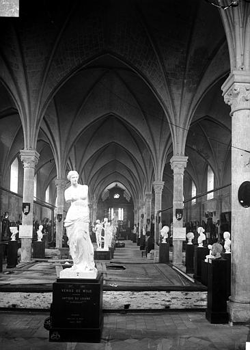 Hôtel-Dieu (ancien hôpital Saint-Jean), Musée archéologique Ancienne salle des malades : Vue intérieure, Carlier (photographe),