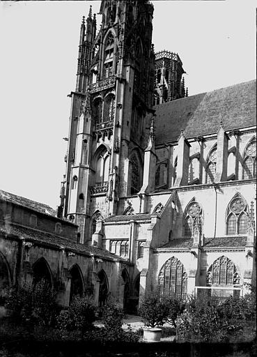 Eglise Saint-Etienne Clocher sud, Enlart, Camille (historien),