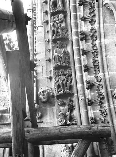 Cathédrale Notre-Dame Rose nord, partie inférieure de la voussure à gauche, Lajoie, Abel,
