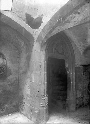 Hôtel Dumas de Paulard Cour intérieure : Petite porte d'escalier, au rez-de-chaussée, Jarron (photographe),
