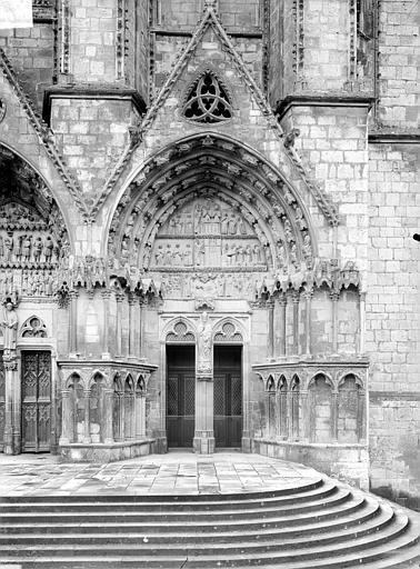 Cathédrale Saint-Etienne Cinquième portail de la façade ouest : porte saint Ursin, Doucet ; Baudet (photographe),