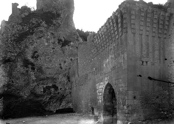 Porte de ville Vue oblique, Enlart, Camille (historien),
