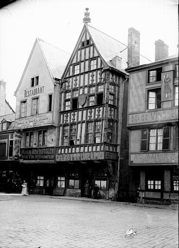 Maison à pans de bois Façade: vue diagonale, Enlart, Camille (historien),