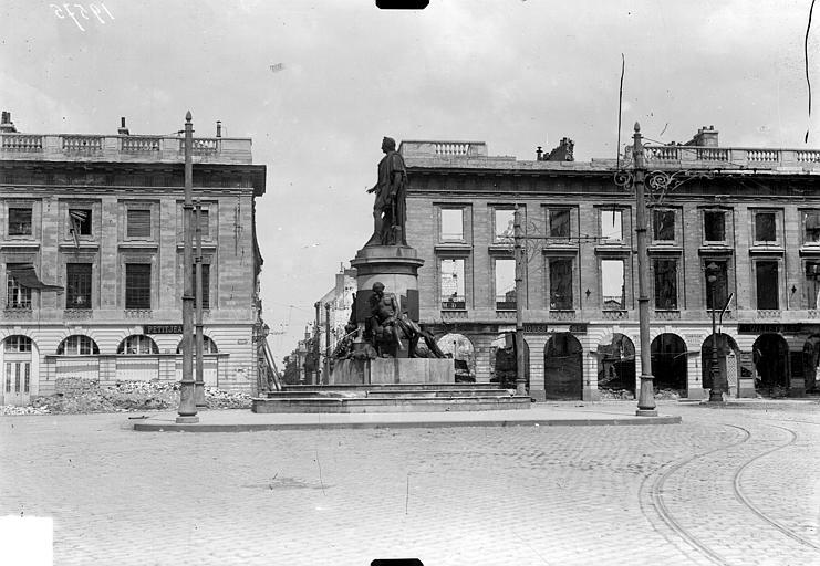 Place Royale Vue de la place Royale et du monument Louis XV, Goubeau (photographe),