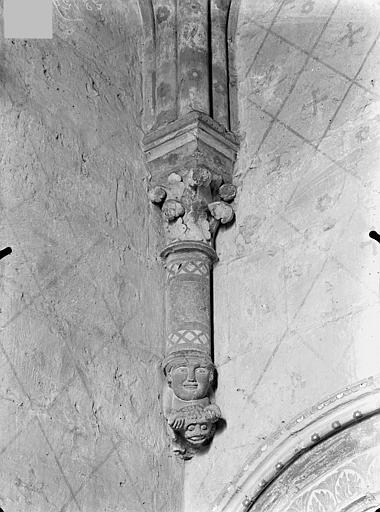 Eglise Sainte-Radegonde Console sculptée de la sacristie, Gossin (photographe),