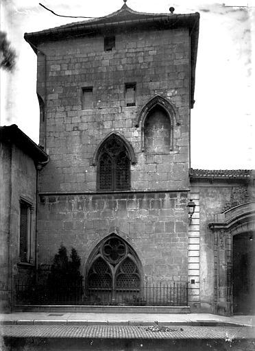 Eglise Saint-Etienne Cloître: extérieur, Enlart, Camille (historien),