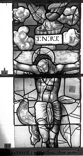 Eglise Saint-Patrice Vitrail, fenêtre au fond du choeur, la Crucifixion, lancette médiane, troisième panneau, Heuzé, Henri (photographe),