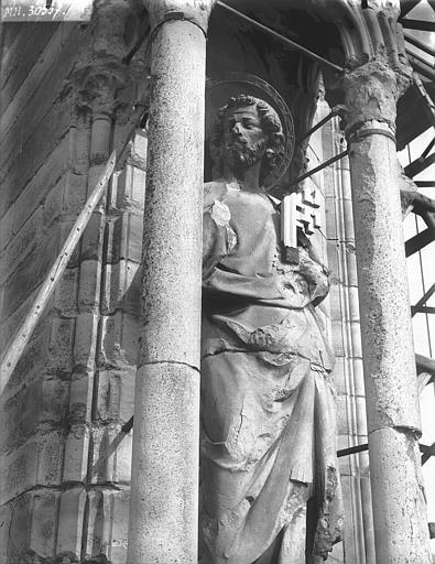 Cathédrale Notre-Dame Contrefort de la tour sud, statue de saint Pierre, Lajoie, Abel,