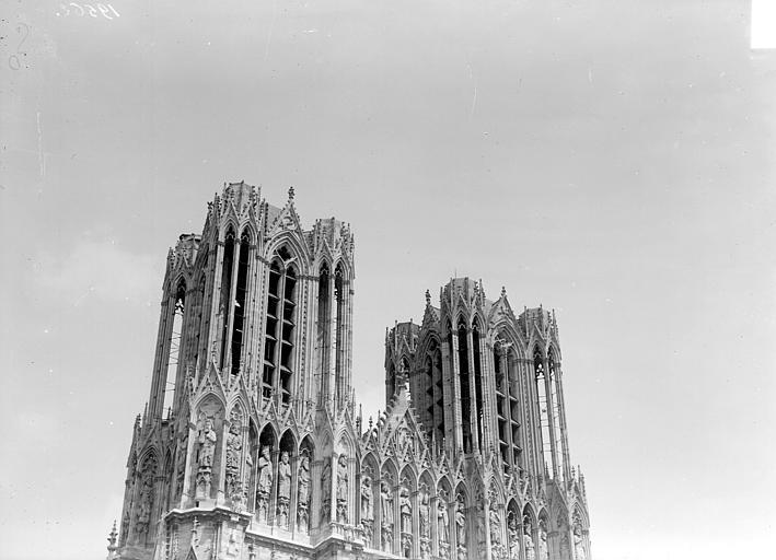 Cathédrale Façade ouest : partie supérieure (tours), Goubeau (photographe),