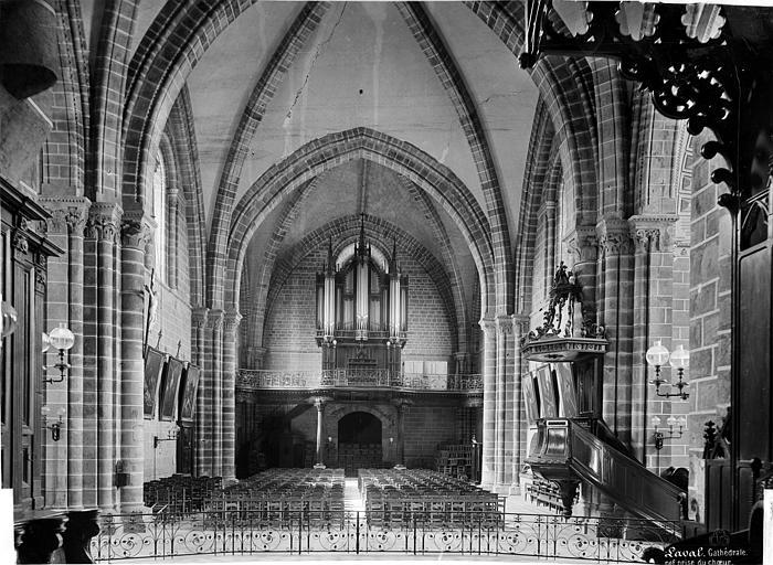 Cathédrale de la Trinité Vue intérieure de la nef, vers l'entrée, Mieusement, Médéric (photographe),
