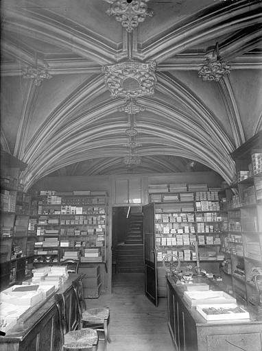 Hôtel Savaron Vue intérieure d'une salle voûtée, Lefèvre-Couton (photographe),