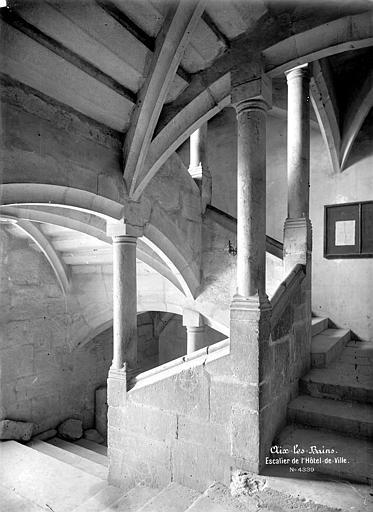 Hôtel de Ville (ancien château des Marquis d'Aix) Escalier intérieur, Mieusement, Médéric (photographe),