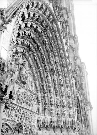 Cathédrale Saint-Etienne Portail central de la façade ouest : voussure de droite, Doucet ; Baudet (photographe),