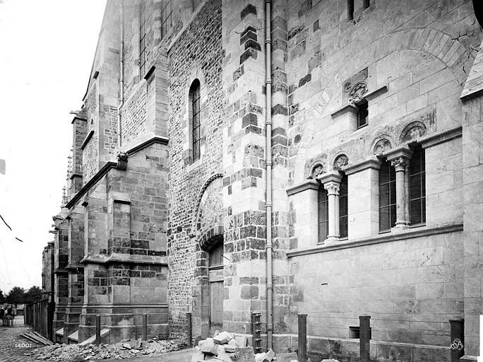Cathédrale Saint-Cyr-et-Sainte-Julitte Façade nord, en perspective : porte du transept, Mieusement, Médéric (photographe),