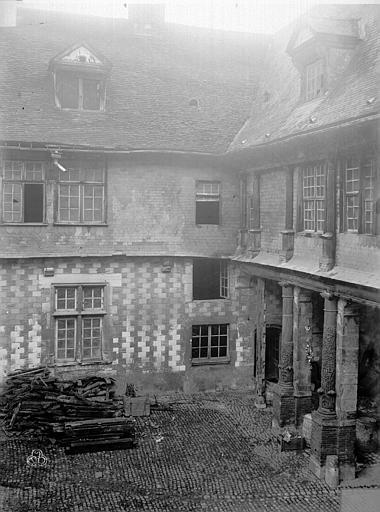 Hôtel de Mauroy Bâtiment sud, cour, Lancelot, Gustave,