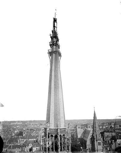 Cathédrale Saint-Bénigne Flèche en cours de construction, partie supérieure, Delaunay (photographe),