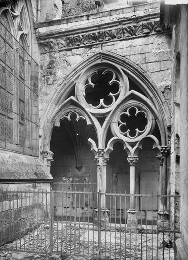 Eglise Notre-Dame/Cathédrale (ancienne) Cloître, travée, Durand, Eugène (photographe),