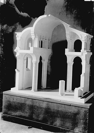 Eglise Notre-Dame-du-Port , Enlart, Camille (historien), 75 ; Paris 16 ; Palais de Chaillot (Trocadéro) ; Musée de Sculpture comparée, musée des Monuments français
