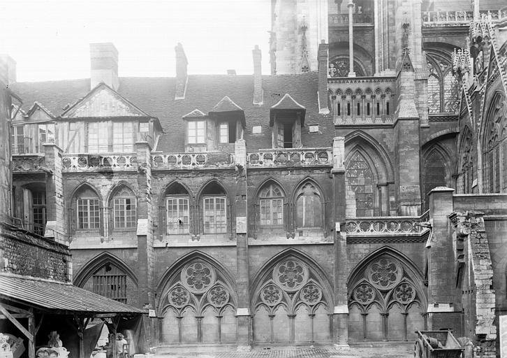 Cathédrale Notre-Dame Partie latérale, Enlart, Camille (historien),