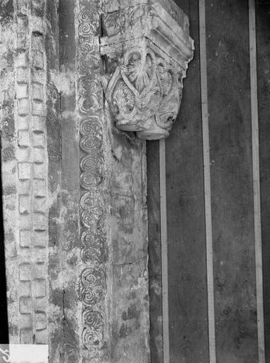 Cathédrale Saint-Dié Colonnes et chapiteaux d'un portail intérieur, Durand, Georges (photographe à Amiens),