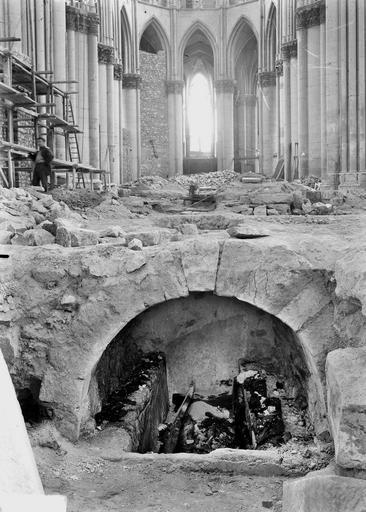 Cathédrale Notre-Dame Tombe de l'archevêque Ebale, ensemble, Verneau, G.,