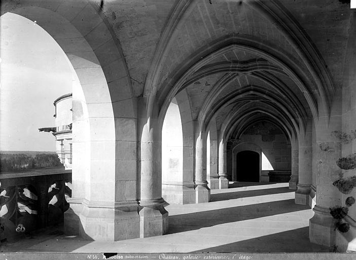 Château Logis du roi (façade sur la Loire) : vue intérieure de la galerie du premier étage, Mieusement, Médéric (photographe),