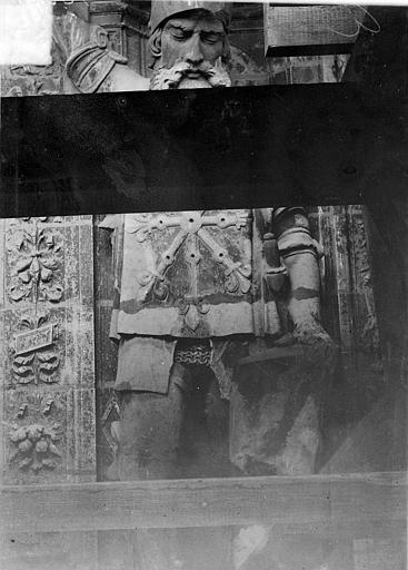 Cathédrale Saint-Maurice Façade ouest, statues de la partie supérieure représentant saint Maurice et ses compagnons en costume militaire du 16e siècle : 5e statue, Vorin,
