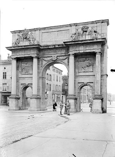 Porte Sainte-Catherine Vue d'ensemble, du côté de la ville, Queste, P. photographe),