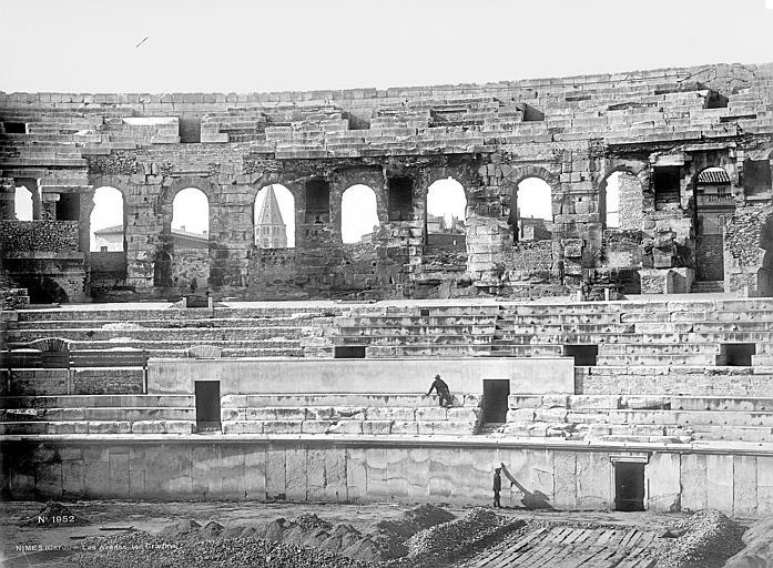 Amphithéâtre Vue intérieure : façade et gradins, Mieusement, Médéric (photographe),