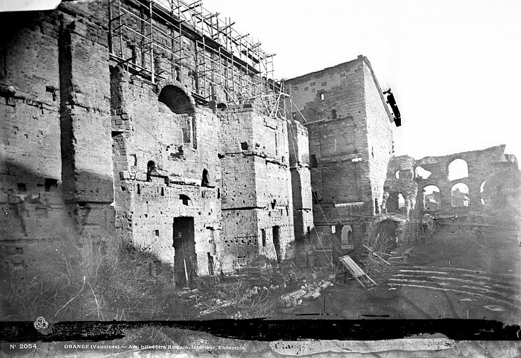 Amphithéâtre Façade intérieure : mur de scène, Mieusement, Médéric (photographe),