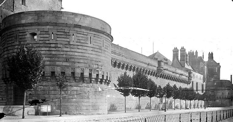 Château des ducs de Bretagne Enceinte fortifiée, côté de la Loire, Mieusement, Médéric (photographe),