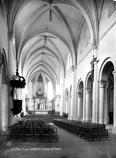 Cathédrale Saint-Dié Vue intérieure de la nef, vers le choeur, Mieusement, Médéric (photographe),