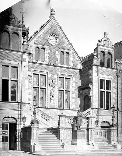 Hôtel de Ville (ancien) Pavillon central, Mieusement, Médéric (photographe),