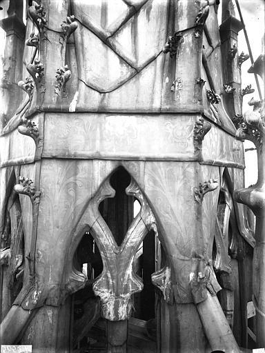 Cathédrale Notre-Dame Clocher à l'Ange, détail de la plomberie à la base du clocher, Lajoie, Abel,