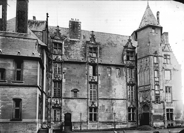 Evêché Façade, Enlart, Camille (historien),