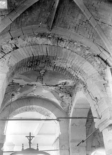 Eglise Vue intérieure de la nef : Voûtes, ,