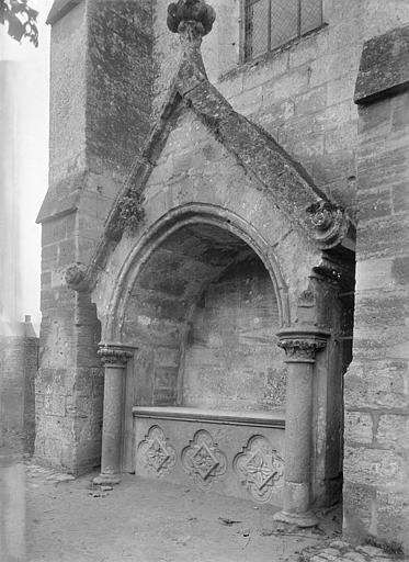 Abbaye (ancienne) ; Eglise abbatiale Eglise, façade latérale : enfeu, Heuzé, Henri (photographe),