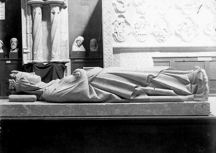 Eglise abbatiale , Enlart, Camille (historien), 75 ; Paris 16 ; Palais de Chaillot (Trocadéro) ; Musée de Sculpture comparée, musée des Monuments français