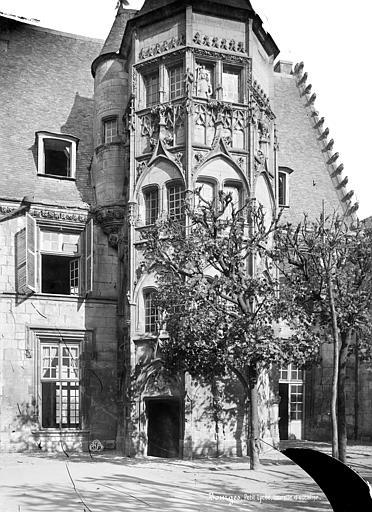 Lycée Tourelle d'escalier, Mieusement, Médéric (photographe),